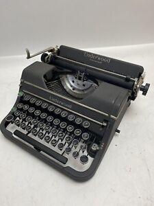 Underwood Universal Portable Typewriter With  Case - Vintage