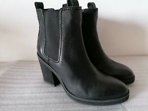 CLARKS CLEMENTINE SUN WOMENS LACK LEATHER HEELED CHELSEA ANKLE BOOTS UK SIZE 4.5