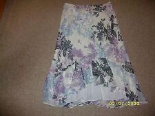 "Ladies White Print Skirt Size 34"" Waist"