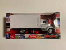 New-Ray Toys - 1:43 Die-Cast -  Peterbilt Model 335 White Delivery Truck [NEW]