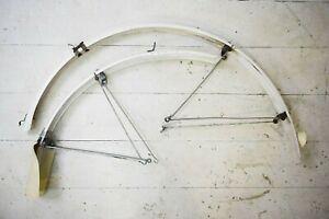 "BLUEMELS LIGHTWEIGHT WHITE PLASTIC VINTAGE BICYCLE MUDGUARDS, 27""/ 700C WHEEL"