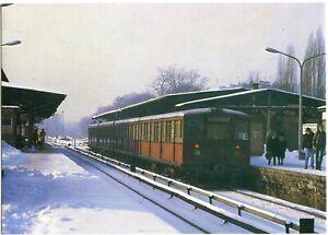 BERLIN CHARLOTTENBURG, S-Bahn-Zug, Bahnhof, Bahnsteig, Straße 60/70er Ja.