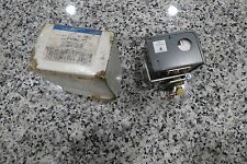 NEW -NOS - JOHNSON CONTROLS / PENN LOW PRESSURE CONTROL P10BC-7C