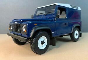 Universal Hobbies 3841 - Landrover Defender 90 Hard Top - Caledonian Blue - 1:18