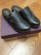 Clarks Leather Medium Width (B, M) Flats & Oxfords for Women