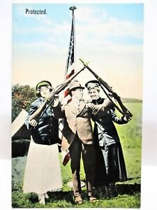WWI PATRIOTIC POSTCARD WACS,WOMEN SOLDIERS HOLDING RIFLES ABOVE MAN - PROTECTED