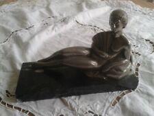 STATUETTE DE FEMME ALLONGée, sur socle marbre, Métal patine Argent, ART-DECO
