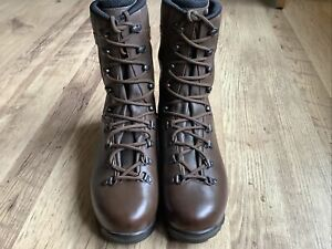 LOWA Elite Brown boots, size 10.5 Med, Army, Cadets, Tabbing, Combat, Exercise,