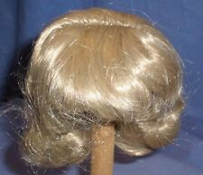 "doll wig blond 8.5"" to 9.5"" chin length curls/Kunsthaarper. blond halblg 22/24"