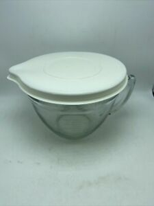 Pampered Chef 2 Quart Batter Bowl Glass Measuring Mixing Handle Made In USA