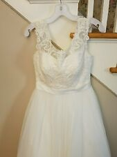 Davids Bridal Tulle Wedding Dress with Chapel Train and Cap Sleeve in Ivory sz 8