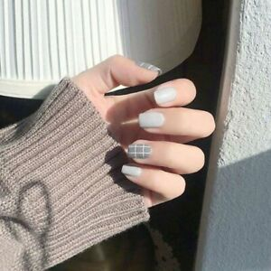 Full Cover Press On False Nails Wearable Gray White Short Matte With Glue 24 Pcs