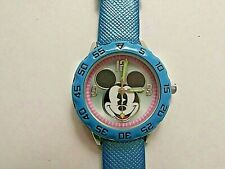 CHILD / TEEN MICKEY MOUSE WATCH WITH BLUE STRAP AND LUMINOUS HANDS.