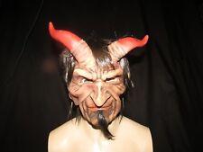 Los malvados uno Diablo Máscara con cuernos Zagone Studios. Reino Unido stock, video clip.