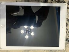 Apple iPad 6th Gen. 32GB, Wi-Fi, 9.7in - Silver (CA)