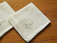 4 Serviettes en lin avec jour et broderies  ( 24 x 24 cms )