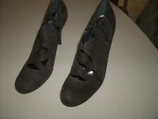 Vera Wang ladies dark brown dress heels size 8 M