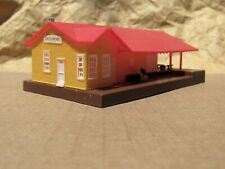 CLASSIC ~ GROVEMONT FREIGHT STATION with FIGURE ~ Mayhayred Trains N Scale Lot