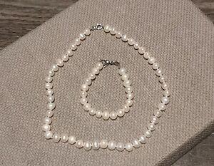 Freshwater Pearls Necklace & Bracelet Set