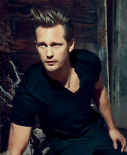 Alexander Skarsgard UNSIGNED photo - H3575 - HANDSOME!!!!