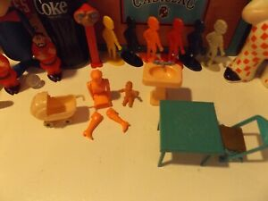 Mixed Lot of Vintage Dollhouse Furniture Renwal