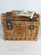 PICNIC TIME NAPA BASKET WITH WINE CHEESE SERVICE FOR TWO GRAPEVINE DESIGN TRAVEL
