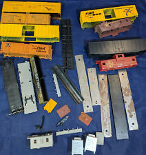 Model Train Cars, WEIGHTS, CARGO, PARTS Etc. HO, Vintage. LOT OF 29 for Parts.
