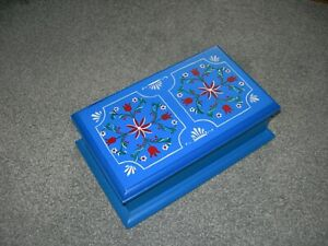 WOODEN TRINKET BOX BLUE HAND PAINTED FLOWERS PATTERN ~ FELT LINED
