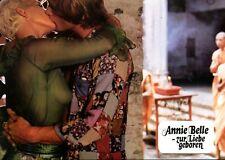ANNIE BELLE - ZUR LIEBE GEBOREN: 1 Aushangfoto  (Erotik, Sex, Busen) -9-