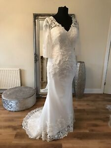 Bridal Gown/Wedding dress,V-neck, Long sleeve, Low back, Lace,Size 14, Brand New