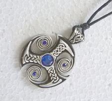 Triskele Anhänger Zinn Keltisches Schutz Amulett Stein blau + Kette Kordel