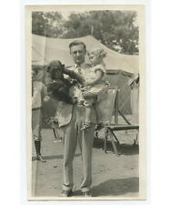 YOUNG FATHER HOLDING HIS DAUGHTER   MONKEY ORIGINAL VINTAGE SNAPSHOT PHOTO