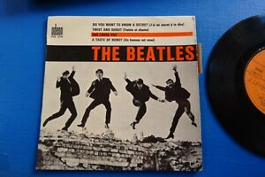 the beatles SHE LOVES YOU   vinyle 45 tours
