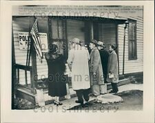 1952 Voters at Poling Place of 1st Congressional District Chicago Press Photo