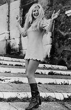 Photo originale Ewa Aulin Candy robe courte jambes bottes