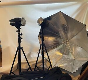 neewer C180 strobes with stands and reflector