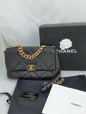 Chanel Flap Bag 19 Schwarz Medium Kalbleder Neu OVP