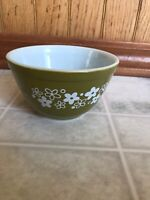 Pyrex Mixing Bowl ~ 1 1/2 Pt ~- Vintage Green with White Floral - Spring Blossom