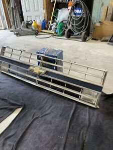 85-87 Chevy Pickup Truck Square Body Silverado /Front Center Grill Read Below**!