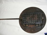 ANTIQUE CAST IRON BELGIAN WAFFLE IRON WITH STAND UMAFO