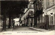 CPA  Matha - Place de l'Hotel-de-Ville et Hotel Brisset     (242156)
