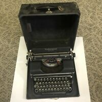 Vintage 1930's Underwood Universal Typewriter w/ Case Very Good condition,