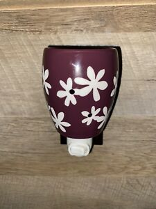 Scentsy Purple/White Lei/Daisy Floral Wall Plug In Candle Wax Ceramic Warmer