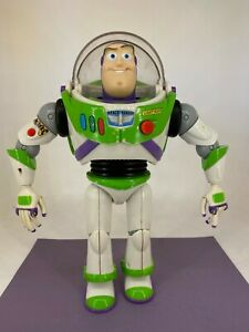 Thinkway Toys - Toy Story - BUZZ LIGHTYEAR Doll - Sounds & Light
