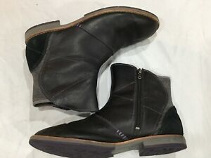 Ahnu Ankle Leather Boots Booties Black Women's size 8.5 Suede Detail