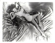 Rita Hayworth Leggy 8x10 photo Q0136