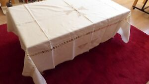 Cream Tablecloth with 6 matching napkins The Maltese Collection
