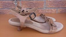 CLARKS leather Sandals Size 6 1/2. tan leather strappy