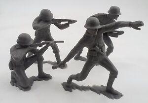 "4 Pc 1963 Louis Marx 5"" Grey Plastic WWII German Soldiers Potato Masher Rifle ++"