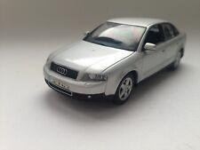 Minichamps Audi A4 Limousine 2000 in silber 1/43